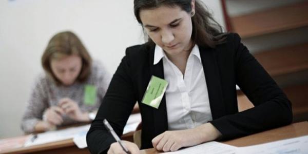Кременчугские выпускники сдали первые три экзамена для поступления в вузы