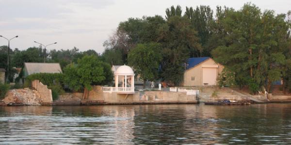 В прибрежной зоне Днепра строятся незаконные новые дома – «Полтаварибохорона»