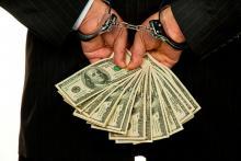 В Полтаве задержан майор милиции, который получил 2 тыс. долл. взятки
