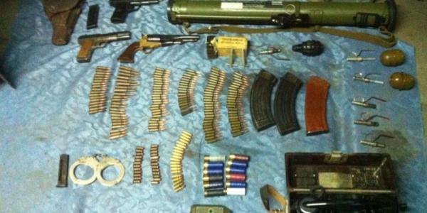 СБУ задержала полтавчанина с арсеналом оружия и взрывчаткой
