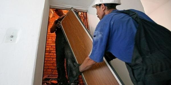 В Кременчуге проводят замену лифтов в жилых домах