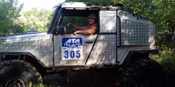 Единственная машина в Украине ездит по Днепру в Кременчуге