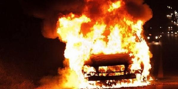 Ночью в Кременчуге горел Mitsubishi Outlander