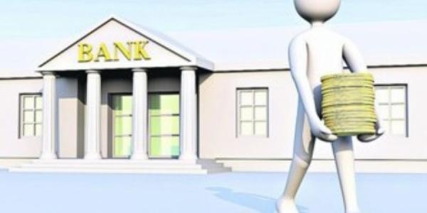 Управляющего банком оштрафовали за рекламу на фонарях