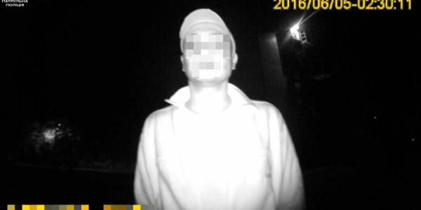 Неизвестные избили кременчужанку за телефон и деньги