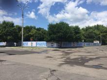 Место под долгостроем в центре Кременчуга замаскировали