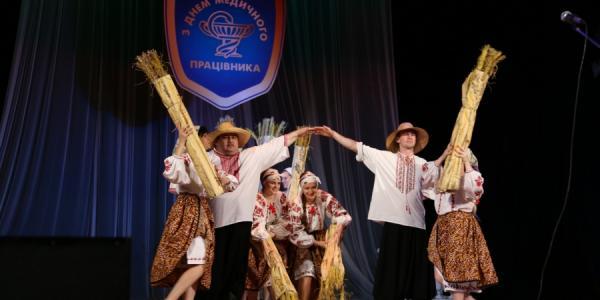 Пока Кременчуг для медиков пел и танцевал, в Полтаве медикам вручали премии и квартиры