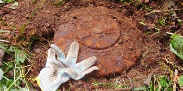 Кременчужане носят противотанковые мины в авоськах