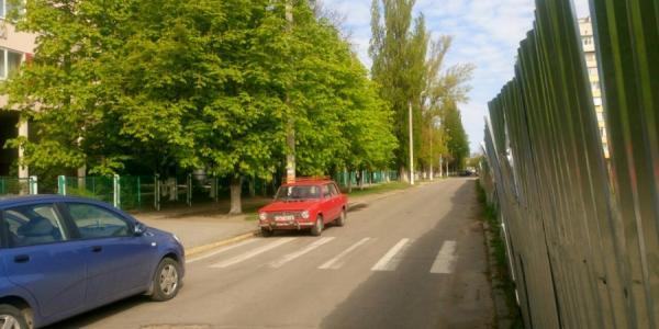 В Кременчуге пешеходный переход упирается в забор