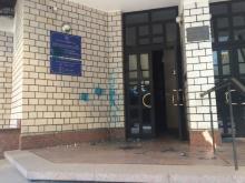 Милиция ищет хулиганов, обливших зеленкой приемную нардепа Шаповалова