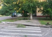 В Кременчуге на пешеходный переход упала электроотпора