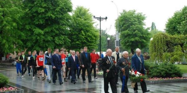 В Кременчуге прошла эстафета, приуроченная ко Дню Победы, - фото