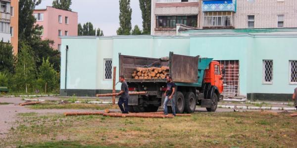 В Кременчуге на месте спорного строительства устанавливают забор
