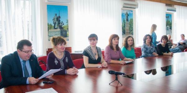 Малецкий анонсировал педагогам отказ от благотворительных взносов