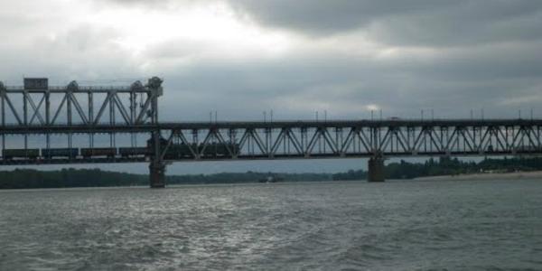 Из-за непогоды срок ремонта Крюковского моста затягивается на неделю