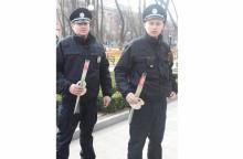 Новые полицейские «вооружились» цветами