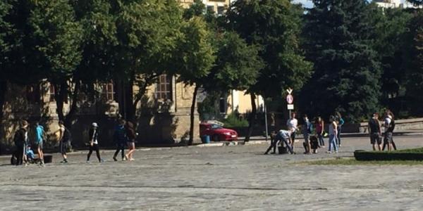 Центральную площадь Кременчуга приводят в порядок
