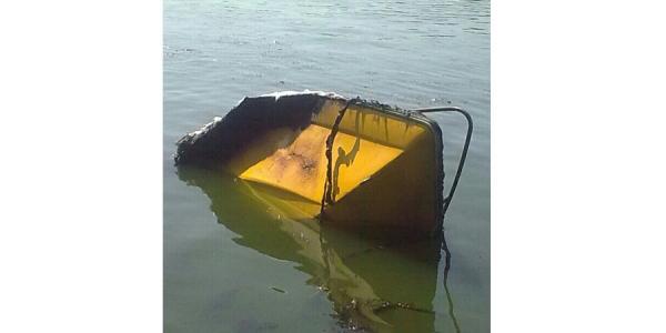 В Кременчуге посреди Днепра сгорела лодка