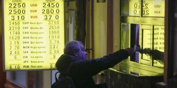 Депутаты отменили военный сбор с операций купли-продажи валюты