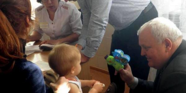 Главный медик Полтавщины лично показал необходимость прививки от полиомиелита