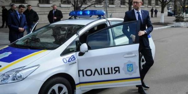 Принимать присягу полиции в Полтаве с Аваковым и Деканоидзе - будет Яценюк
