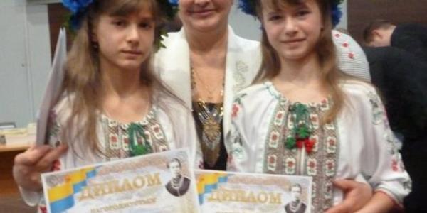 Кременчугских школьниц наградил министр образования Украины