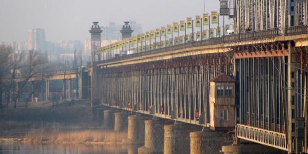 Патрульные Кременчуга спасли девушку, которая хотела прыгнуть с моста