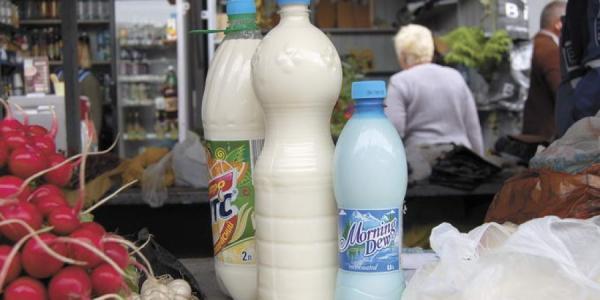 В Кременчуге с рук продают молоко с цезием, зараженное лейкозом