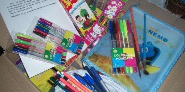 Ученики Песчанской гимназии направили сверстникам Луганщины посылку