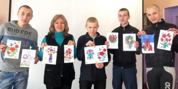 Воспитанники колонии изготовили подарки своим мамам