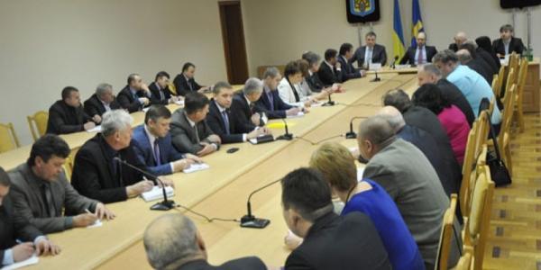 Премьер Яценюк обещает деньги на укрупнение сельских школ на Полтавщине