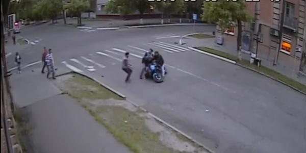 Кременчужанка на пешеходном переходе попала под колеса мотоцикла