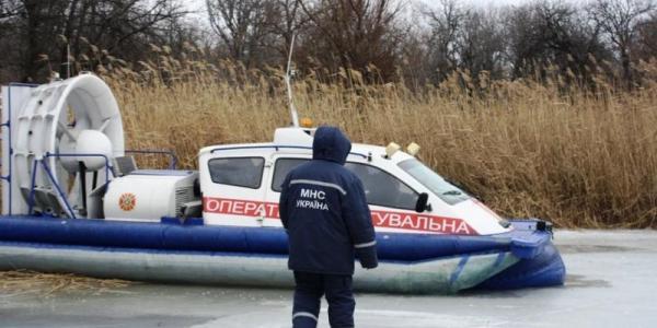В Кременчугском море со льдины снова сняли рыбаков