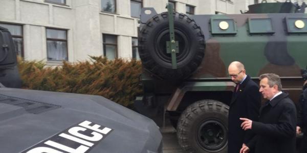 Яценюк: «Мне понравился этот черный полицейский Spartan»