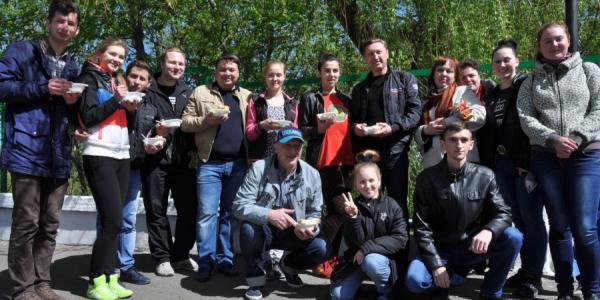 Губернатор Полтавщины ел кашу со студентами