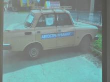 «Москвич» преткновения: Малецкий думает, как убрать машину-рекламу