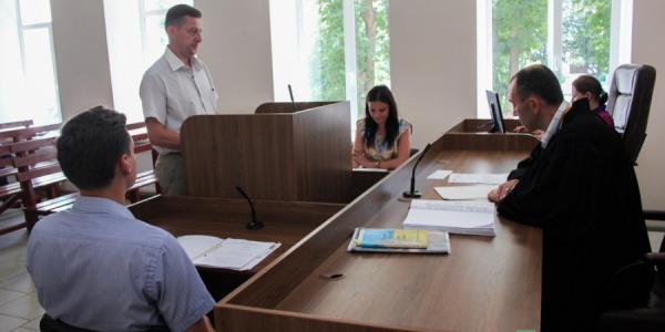 Суд «Медведовский против мэрии»: Малецкий не явился, журналисты дали показания