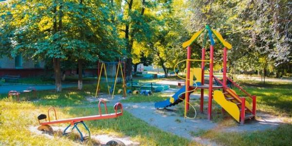 Где в 2016 году УЖКХ точно обустроит 10 из 38 запланированных детских площадок