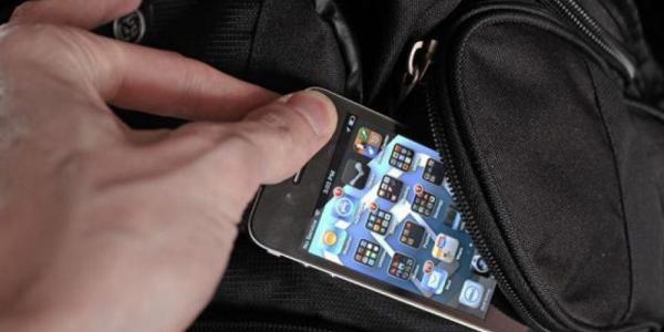 В Кременчуге у харьковчанки украли iPhone