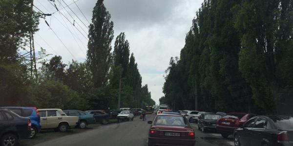 Возле кладбищ в Кременчуге пробки