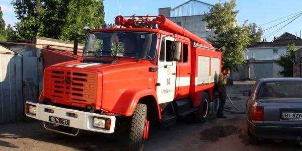 Вслед за баней, возле ДК «КрАЗ» горела и машина