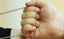 iPhone и золотая цепочка «потеряли» своих владельцев