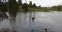 Кременчужане травмируются, прыгая в водоемы с «тарзанок»