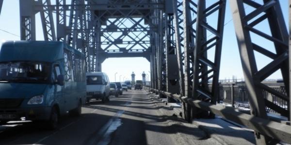 Сегодня ночью по Крюковскому мосту возможно замедление движения