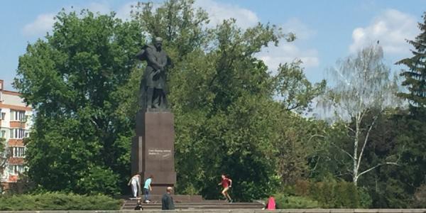 Полиции на заметку: памятник Шевченко, как место для скейтмэнов