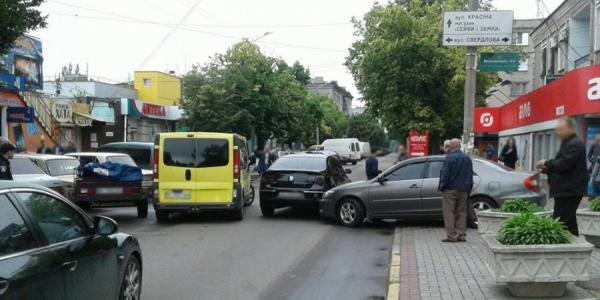 В Кременчуге на ул. Шевченка столкнулись два автомобиля