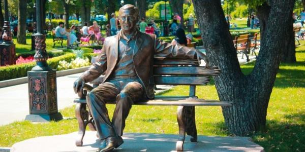 Сносить памятник Бабаеву или нет: решат 2 сентября