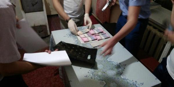 В Полтавской области прокурора поймали с поличным на взятке