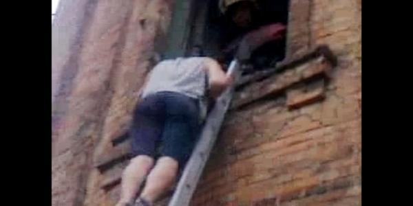 Спасатели снимали детей с водонапорной башни в районе Водоканала