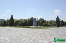 Галата остается в «Свободе» и обещает снести «стакан» Ленина к августу
